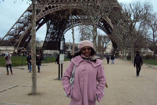 Dirlene na Torre Eiffel